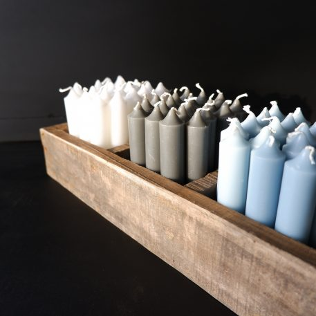 ib laursen dinerkaarsjes kort licht blauw donker grijs wit railway wood 5 vakken tray1