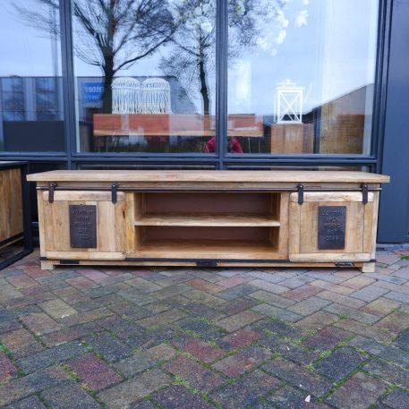 industrieel factory tv dressoir tv meubel jupiter iron works mangohout en staal 2 schuifdeuren hoog 50 cm breed 180 cm diep 40 cm3