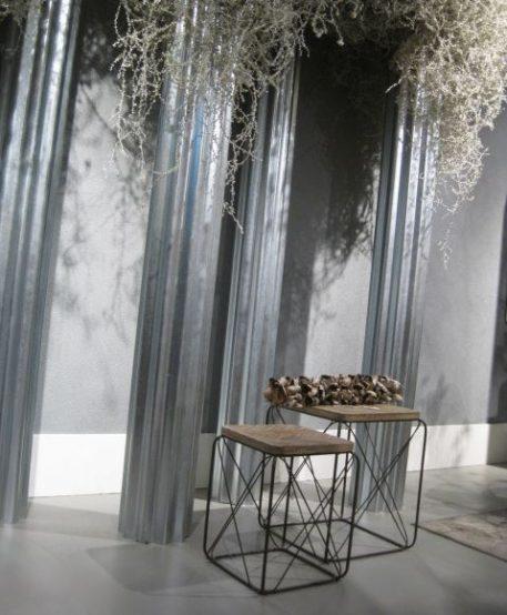 bijzet salontafel vierkant set van 2 bewerkt blad antraciet groen metaal hoog 50.5 cm breed 42 cm diep 42 cm