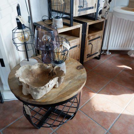 industrieel mangohouten bijzettafel salontafel rond zwart staal en gaas hoog 47 cm diameter 60 cm € 4