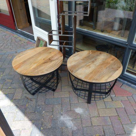industrieel mangohouten bijzettafel salontafel rond zwart staal en gaas hoog 47 cm diameter 60 cm 27