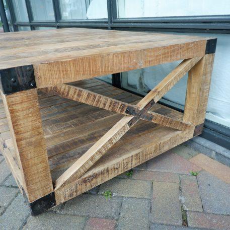 industriele bijzettafel salontafel factory cross op wielen mangohout en staal hoog 55 cm breed 120 cm diep 78 cm5