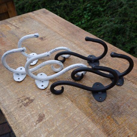 kapstokhaak curl hoog 18 cm diep 9 cm smeedijzer antiek wit en donker