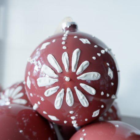 riverdale kerstbal flower burgundy oud roze met mandala diameter 12 cm