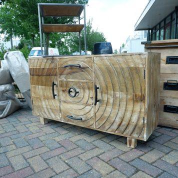 boomstam dressoir cirkel 2 deuren 3 lades mangohout en zwart staal hoog 77 cm breed 134 cm diep 45 cm4