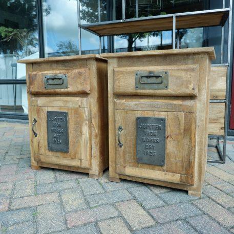 factory nachtkastje jupiter iron works mangohout en staal met lade en deur hoog 65 cm breed 50 cm diep 40 cm1