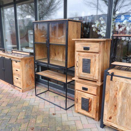factory nachtkastje jupiter iron works mangohout en staal met lade en deur hoog 65 cm breed 50 cm diep 40 cm8