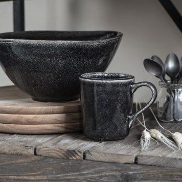 ib laursen salad bowl xl kom xl antique black dunes hoog 12 cm diameter 24 cm en beker met oor antique black dunes
