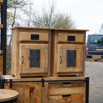 industrieel factory nachtkastje jupiter iron works mangohout en staal met lade en deur hoog 65 cm breed 50 cm diep 40 cm4