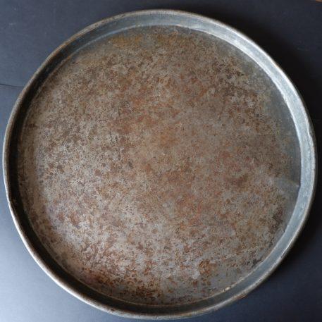 ijzeren oude schaal rond dienblad diameter 55 cm rand 4 cm hoog