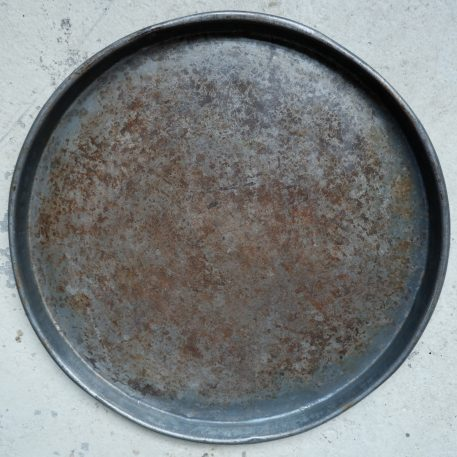 ijzeren oude schaal rond dienblad diameter 55 cm rand 4 cm hoog3