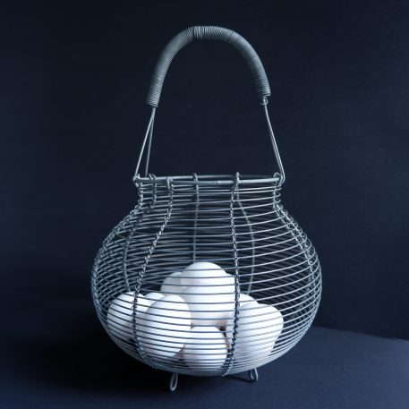 eiermand of uien en knoflook mand grijs metaal draad hoog 35 cm diameter 22,5 cm ib-laursen5
