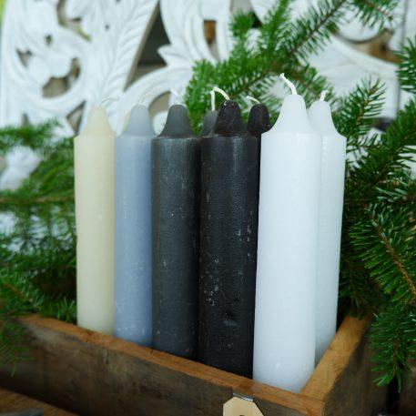ib-laursen rustic candle off white grijs zwart licht blauw wit dinerkaars xl hoog 25 cm diameter 3.8 cm en 22 branduren3