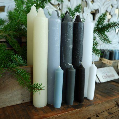 ib-laursen rustic candle off white grijs zwart licht blauw wit dinerkaars xl hoog 25 cm diameter 3.8 cm en 22 branduren5