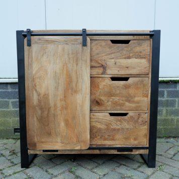 industrieel mangohouten dressoir beau travail zwart staal 3 lades en 1 schuifdeur hoog 90 cm breed 90 cm diep 45 cm