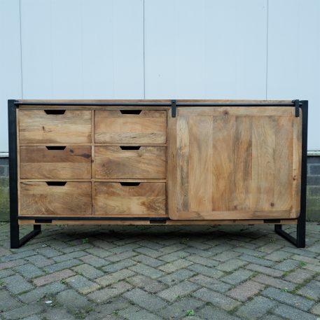 industrieel mangohouten dressoir beau travail zwart staal 6 lades en 2 schuifdeuren hoog 90 cm breed 180 cm diep 45 cm