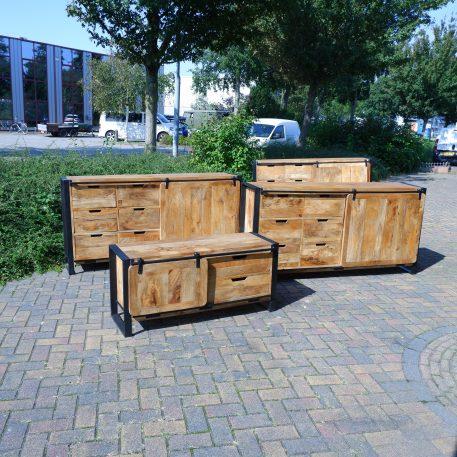 industrieel mangohouten dressoir beau travail zwart staal 6 lades en 2 schuifdeuren hoog 90 cm breed 180 cm diep 45 cm22