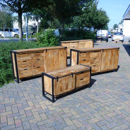 industrieel mangohouten dressoir beau travail zwart staal 6 lades en 2 schuifdeuren hoog 90 cm breed 180 cm diep 45 cm23