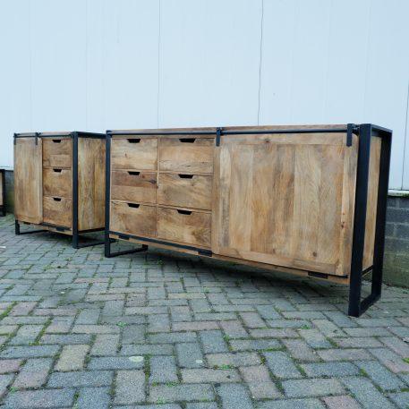 industrieel mangohouten dressoirs beau travail zwart staal smal 90 cm en breed 180 cm1