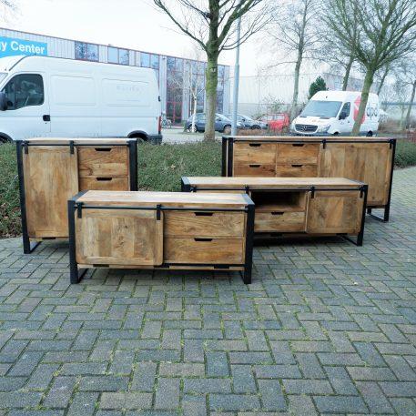 industrieel mangohouten dressoirs en tv meubelen beau travail zwart staal1