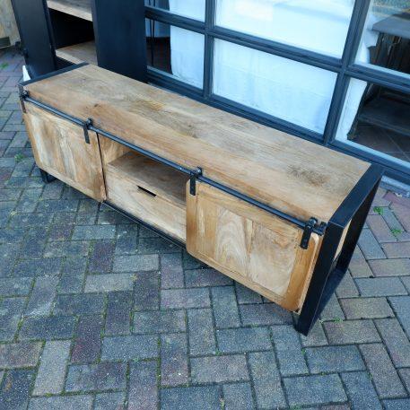 industrieel tv meubel mango tv dressoir beau travail zwart staal 1 lade en 2 schuifdeur hoog 56 cm breed 160 cm diep 45 cm2