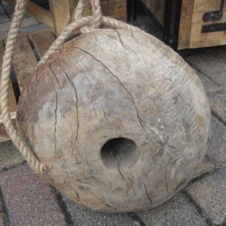 oud katrol wiel hangend aan touw doorsnede 30 cm dik 20 cm8