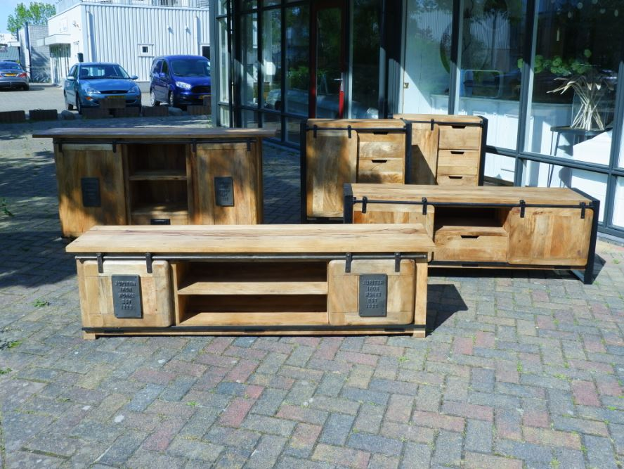 industrieel tv meubel mango industrieel dressoir mango tv meubel works dressoir works mangohout en staal1