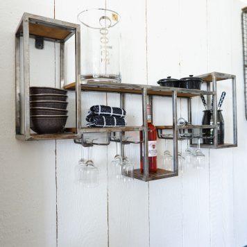 wandrek wijn voor 8 glazen en flessen mangohout en oud grijs staal hoog 55 cm breed 105 cm diep 18 cm3