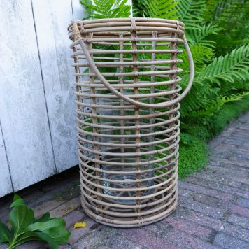 cilinder lantaarn rustic rattan koboo grey met glas voor kaars hoog 50 cm diameter 33 cm