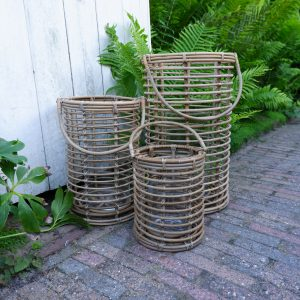 cilinder lantaarns rustic rattan koboo grey met glazen voor stompkaars 3 maten