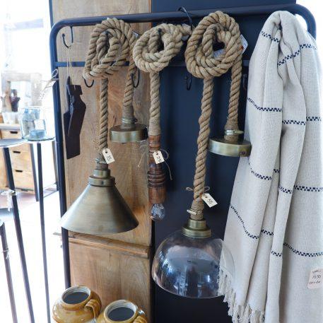 hanglampen touw met metalen kap met glazen kap en houten fitting verschillende touwlampen