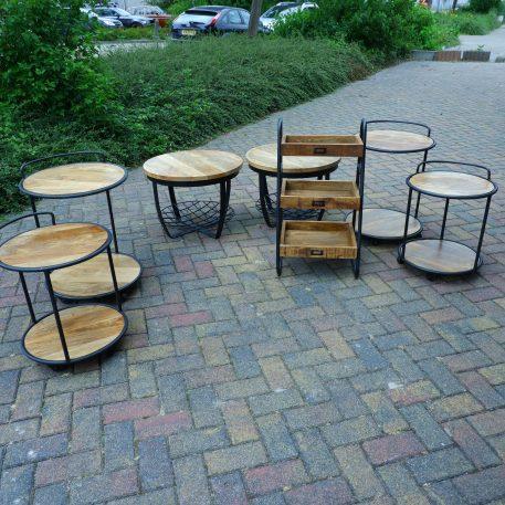 industrieel ronde mangohouten salontafel bijzettafel nachttafel op wielen met zwart staal hoog 68 cm en hoog 57 cm diameter 50 cm en diameter 45 cmc
