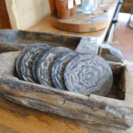houten onderzetters rond met print 6 stuks in jute zakje diameter 10 cm3
