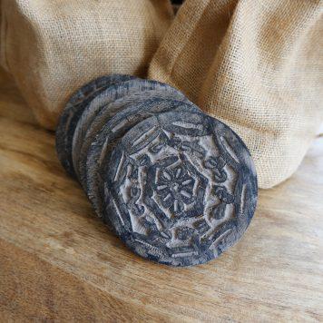 houten onderzetters rond met print 6 stuks in jute zakje diameter 10 cm4