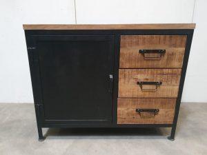 black iron dressoir met deur en 3 lades zwart staal en mangohout hoog 81 cm breed 100 cm diep 40 cm
