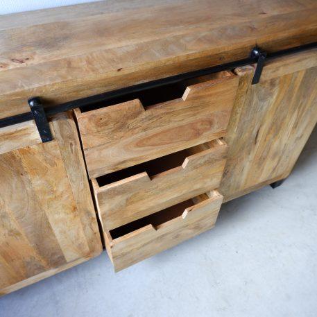 beau travail dressoir mangohout zwart staal 2 schuifdeuren 3 lades hoog 90 cm breed 150 cm diep 40-45 cm 2 schuifdeuren 3 lades industriele meubelen2