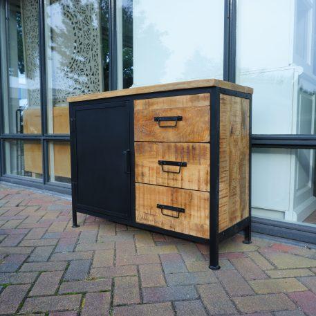 black iron dressoir 1 zwart stalen deur 3 lades mangohout hoog 80 cm breed 100 cm diep 41 cm industriele meubelen1