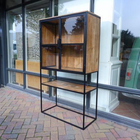 buffet-vitrinekast industrial zwart staal en mangohout hoog 161 cm breed 90 cm diep 40 2 openslaande deuren1
