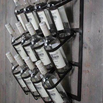 12 flessen wijnwandrek smeedijzer hoog 60 cm breed 46 cm diep 17.5 cm5