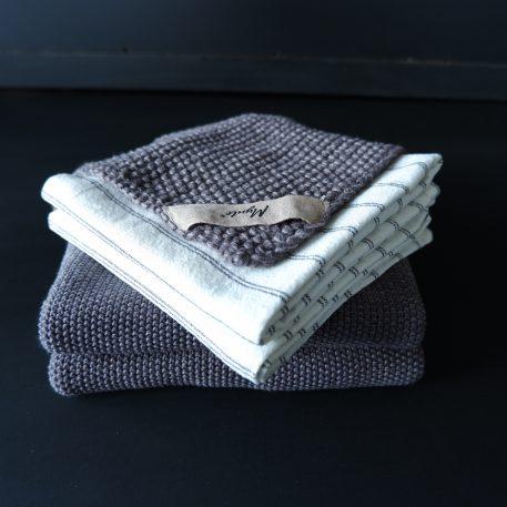 keuken theedoek off white met zwart streepje handdoek en pannenlap grijs gebreid mynte ib-laursen3