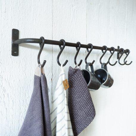 Wand stang met 8 haken smeedijzer breed 77 cm diep 13 cm