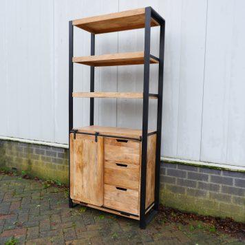 industriële boekenkast beau travail mangohout en zwart staal 3 lades hoog 200 cm breed 90 cm diep 40 cm