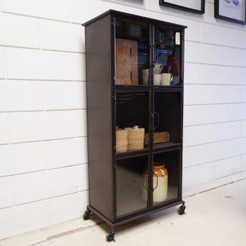 bruin metalen deeldeur lockerkast met 6 glazen deuren hoog 137 cm breed 63.5 cm diep 36 kabinet op wielen