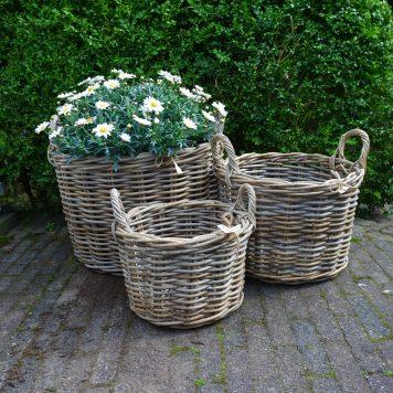 grijs rotan mand bloemen en planten hoog 43 cm 36 cm en 28 cm diameter 50 cm 40 cm en 30 cm koboo grey