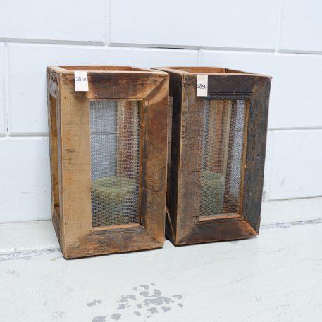 lantaarn truckwood vierkant met gaaspaneel oud hout hoog 35 cm breed 20 cm diep 20 cm