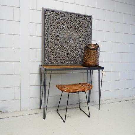 wandpaneel 90x 90 cm barcelona ash grey houtsnijwerk vierkant en sidetable met bamboo krukje