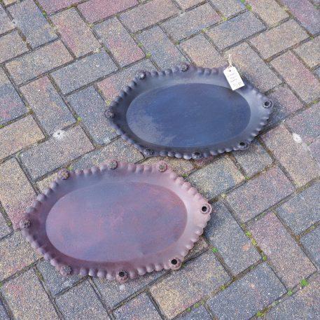 ijzeren oude schaal bruin metaal ovaal breed 52 cm diep 35 cm rand 3 cm hoog5