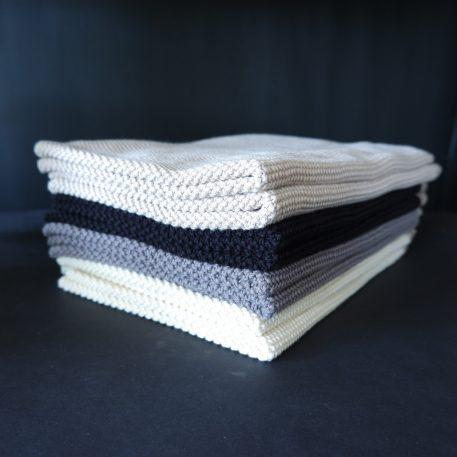ib-laursen towel mynte knitted handdoek off white beige donker grijs donker grijs gemeleerd zwart gerstekorrel gebreid katoen 40 bij 60 cm4