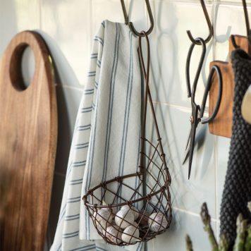 bruin metalen wandmand hoog 30 cm diameter 19 cm ib laursen wall basket wire