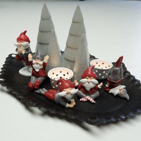 kerstman in yoga positie 5 variaties santa's helper boy yoga ib-laursen1